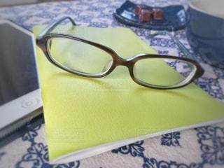 眼鏡を外しての写真・画像素材[3113306]