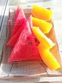 スイカとオレンジの写真・画像素材[3147773]