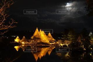 兼六園と月の写真・画像素材[3742284]