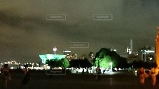海の向こうの夜景の写真・画像素材[3106121]