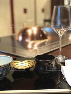 コーヒーとワインのガラスのカップの写真・画像素材[1283892]