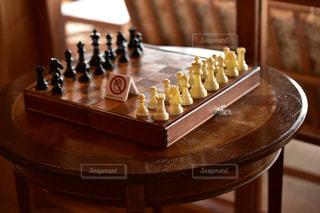 木製のテーブルの上にチェスの写真・画像素材[3106813]