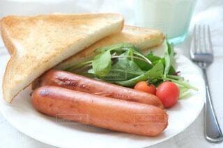 朝食,パン,朝,料理,朝ごはん,ソーセージ,早起き,朝寝坊,ジョンソンヴィル,贅沢な朝食