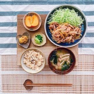 おいしそうに盛り付けられたほっこり和食定食の写真・画像素材[3902539]