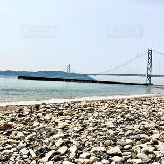 浜辺から眺める海峡の写真・画像素材[3111776]
