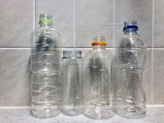 水のボトルの写真・画像素材[990528]