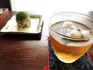 和菓子と麦茶の写真・画像素材[3466396]