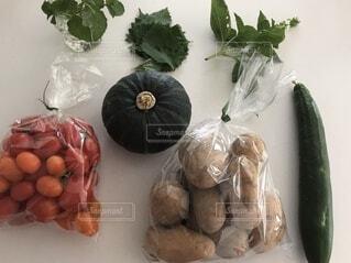 いろいろな種類の野菜の束の写真・画像素材[3671701]