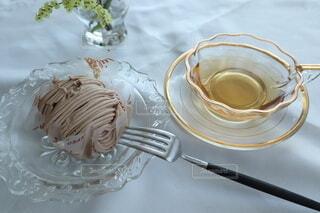 皿の上のケーキの写真・画像素材[3740090]