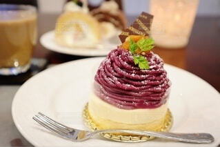 皿の上のケーキのモンブランのクローズアップの写真・画像素材[3740085]