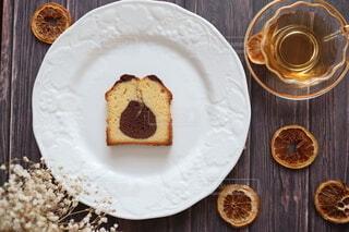 ココアとプレーンのパウンドケーキの写真・画像素材[3980504]