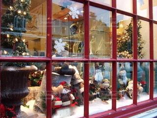 イギリスのお店は窓から見ても可愛い。の写真・画像素材[3984299]