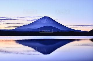 精進湖 逆さ富士の写真・画像素材[3122466]