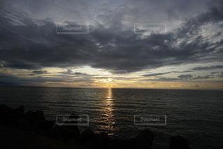 海に沈む美しい夕陽の写真・画像素材[3440111]