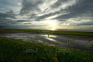 海に沈む美しい夕陽の写真・画像素材[3440133]