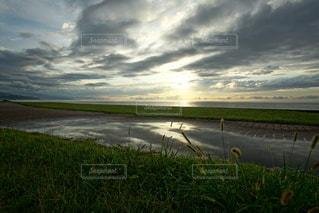 海に沈む美しい夕陽の写真・画像素材[3440129]