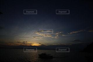 海に沈む美しい夕陽の写真・画像素材[3440131]