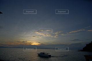 海に沈む美しい夕陽の写真・画像素材[3440134]