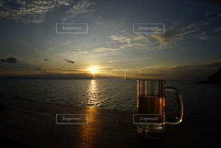海に沈む美しい夕陽の写真・画像素材[3440130]