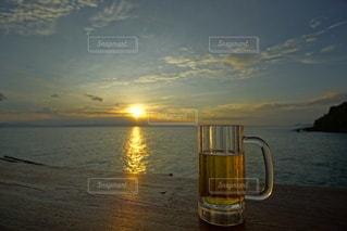 海に沈む美しい夕陽の写真・画像素材[3440136]