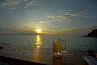 海に沈む美しい夕陽の写真・画像素材[3440138]