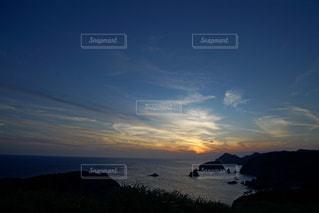 海に沈む美しい夕陽の写真・画像素材[3440135]