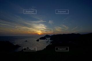 伊豆石廊崎海に沈む美しい夕陽の写真・画像素材[3440143]