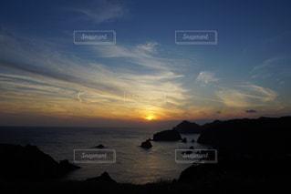 伊豆石廊崎海に沈む美しい夕陽の写真・画像素材[3440149]