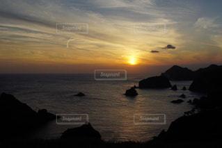 伊豆石廊崎海に沈む美しい夕陽の写真・画像素材[3440151]