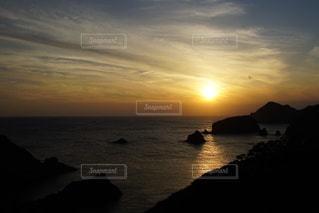 伊豆石廊崎海に沈む美しい夕陽の写真・画像素材[3440152]