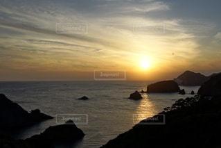 伊豆石廊崎海に沈む美しい夕陽の写真・画像素材[3440155]