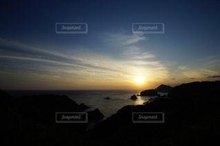 伊豆石廊崎海に沈む美しい夕陽の写真・画像素材[3440153]