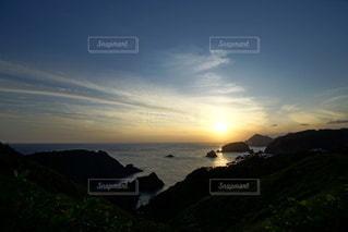伊豆石廊崎海に沈む美しい夕陽の写真・画像素材[3440154]