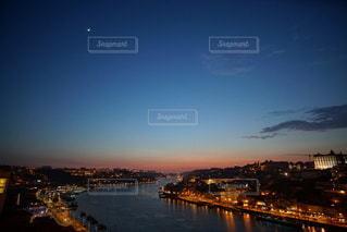 ポルトガル ポルト の街に沈む美しい夕陽の写真・画像素材[3441472]