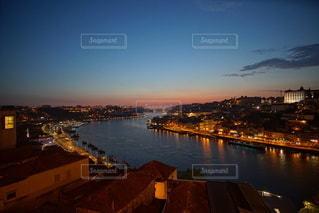 ポルトガル ポルト の街に沈む美しい夕陽の写真・画像素材[3441473]