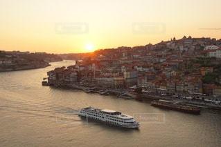 ポルトガル ポルト の街に沈む美しい夕陽の写真・画像素材[3441480]