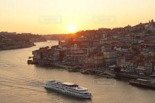 ポルトガル ポルト の街に沈む美しい夕陽の写真・画像素材[3441494]