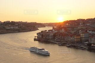 ポルトガル ポルト の街に沈む美しい夕陽の写真・画像素材[3441477]