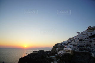 海に沈む美しい夕陽 サントリーアイランド ギリシャの写真・画像素材[3441483]