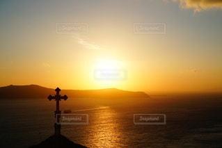 海に沈む美しい夕陽 サントリーアイランド ギリシャの写真・画像素材[3441496]