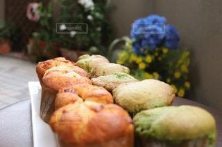 マーマレードとほうれん草のカップケーキの写真・画像素材[3195908]