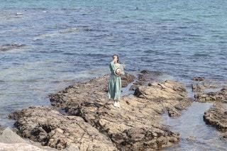 浜辺に立っている人の写真・画像素材[3454847]