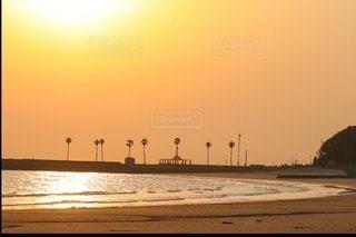 夕日のビーチの写真・画像素材[3454911]