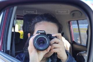 車のなかから撮るわたしを撮るの写真・画像素材[3454988]
