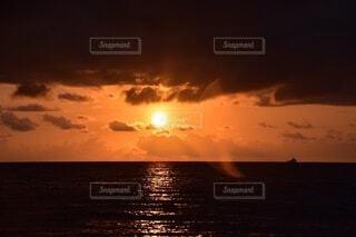 自然,海,空,屋外,太陽,朝日,ビーチ,雲,水面,正月,お正月,オーストラリア,日の出,新年,初日の出,ケアンズ