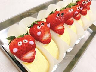 皿の上のケーキの写真・画像素材[3197870]