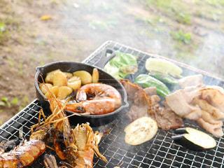 グリルの上の食べ物の写真・画像素材[3521409]