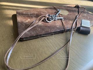 手帳とネックレスの写真・画像素材[3156984]