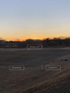 風景,空,屋外,太陽,朝日,雲,コート,暗い,正月,広場,お正月,日の出,新年,初日の出,サッカー場,サッカーコート