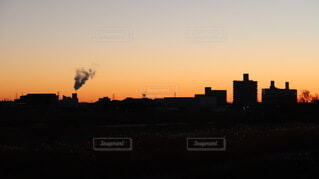 とある広場の日の出前の写真・画像素材[4084750]